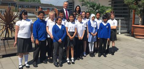 Celebrity doctor visits Greenwich school - News - Oxleas NHS
