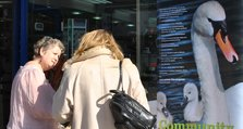 Photo 1: Dr Jane Dickson discusses women's health problems with a shopper in Powis Street