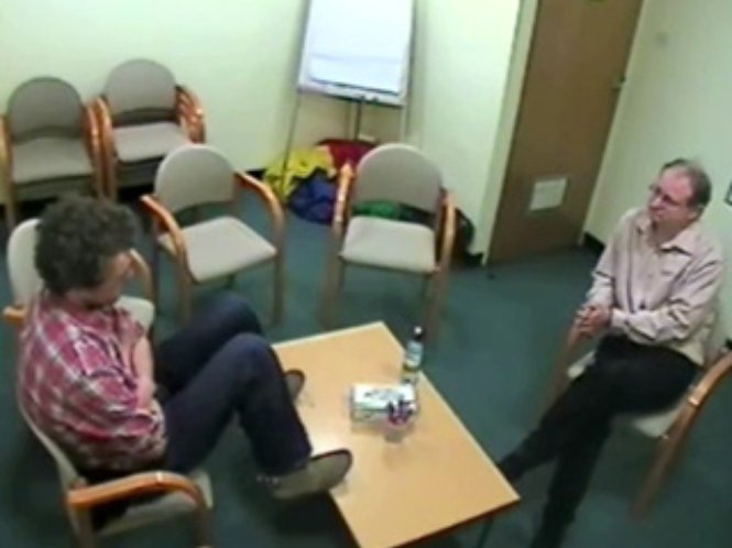An example of reflecting role play in family therapy (Video file)